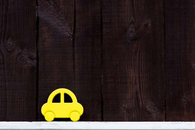 木製の背景に車
