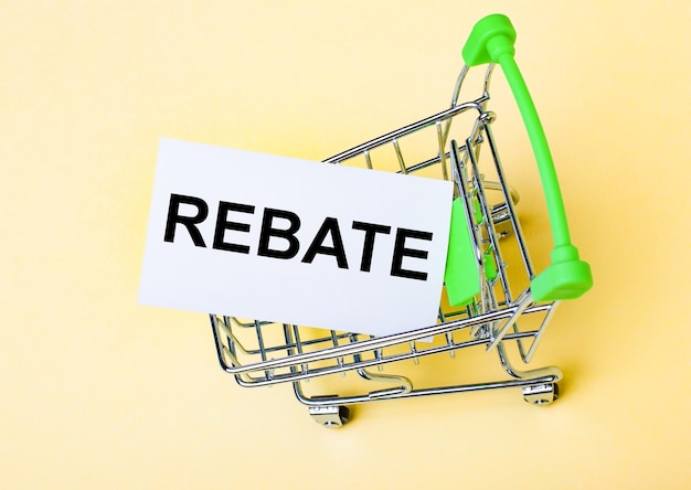 Карточка со словом rebate находится в корзине.
