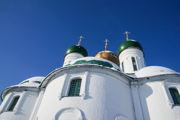 러시아 모스크바 콜롬나 지역에 있는 신성한 dormition 수도원의 대성당