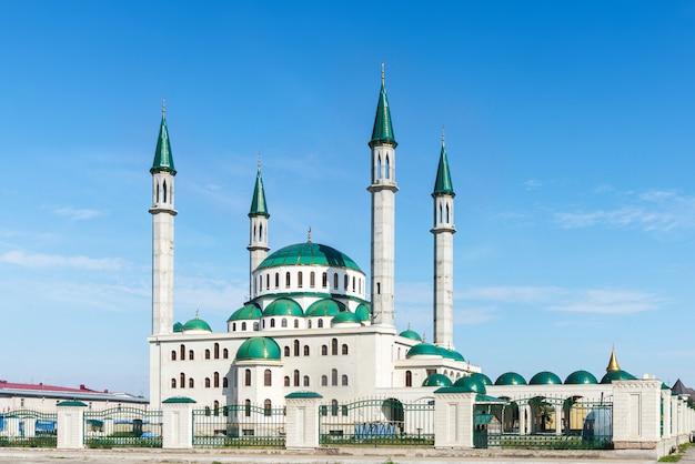 チェルケスクの晴れた日の大聖堂モスク