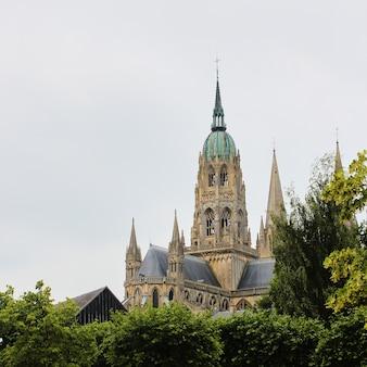 ノートルダム大聖堂-バイユー大聖堂