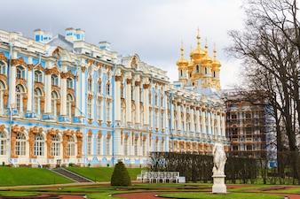 キャサリン宮殿は、Tsarskoye Seloの町にあるロココの宮殿です