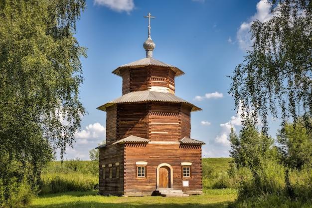 プリティキノシャリインスキー地区xviiixix世紀のコストロマロシアの村からの礼拝堂