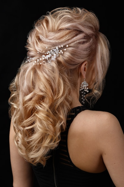 the charming lady has a nice hairdo 8353 7608