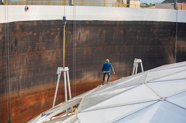연료 상단 지붕 저장 탱크 돔 알루미늄이 있는 화학 오일 및 가스 남성 근로자 산업.