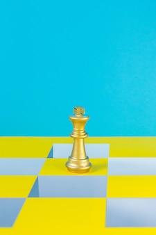 チェスゲームの色のポップアートの抽象的なイメージの背景。