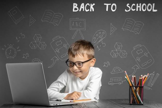 Ребенок учится в школе дистанционно. обратно в школу