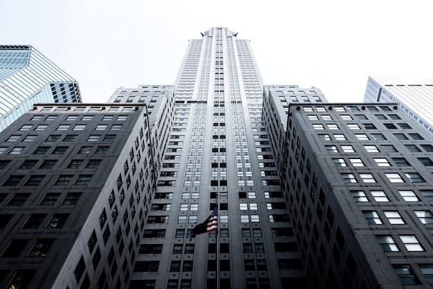 アールデコの超高層ビルの最高の例の1つであるニューヨークのクライスラービル。