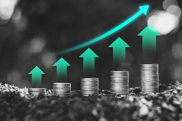 コインは、上部に緑色のテクノロジーアイコン、財務成長の概念が積み重ねられています。