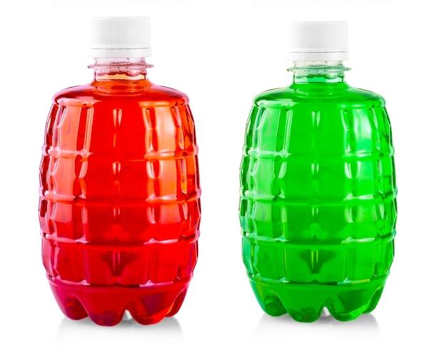Цветной напиток в пластиковой бутылке на белом