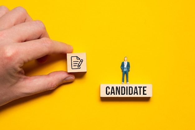 Концепция предложения контракта от работодателя на вакансию кандидата-мужчины.
