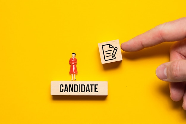 Концепция предложения контракта о приеме на работу кандидату-женщине.
