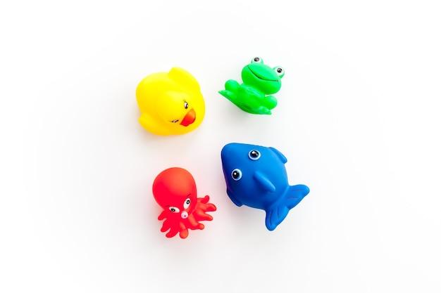 Концепция детских игрушек для ванны
