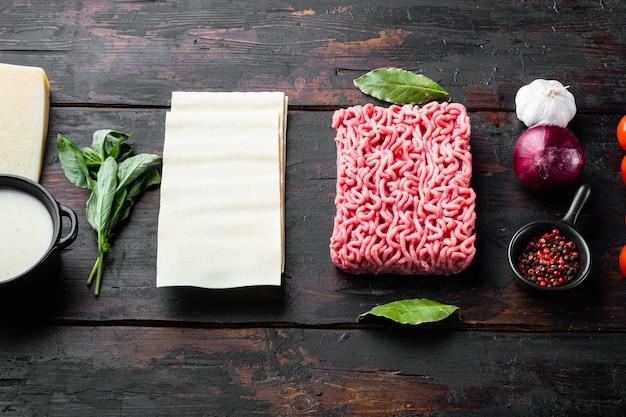 ラザニアを調理するという概念。材料、ラザニアシート、バジル、チェリートマト