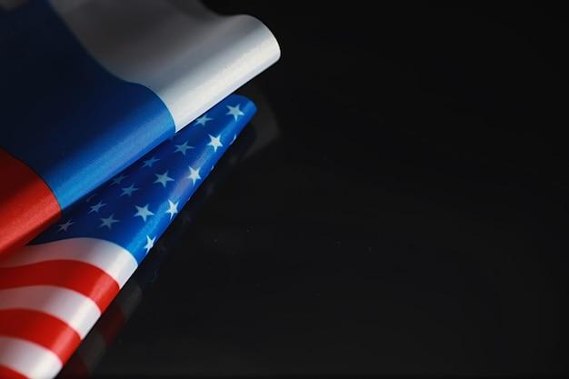 Понятие дипломатических отношений. флаг соединенных штатов америки и российской федерации. санкционное давление в политике.