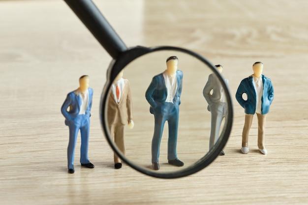 従業員の検索と仕事のための人員の選択の概念