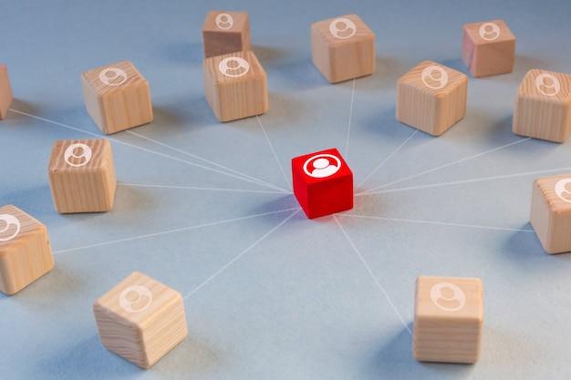 리더십의 개념. 다른 사람들과 다릅니다. 세계 비즈니스, 마케팅, 금융의 개념. 프리미엄 사진