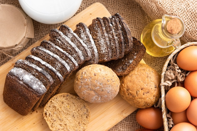 맛있는 수제 빵과 빵을 만드는 개념.
