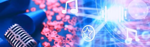 미디어 프레젠테이션의 개념입니다. 배경에 레트로 마이크입니다. 콘서트 및 쇼 포스터입니다. 음악 앨범 표지.