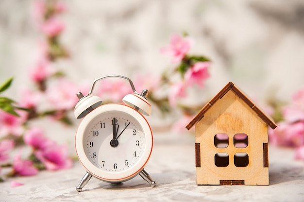 Понятие спешки, покупки, обмена, возвращения домой и времени.
