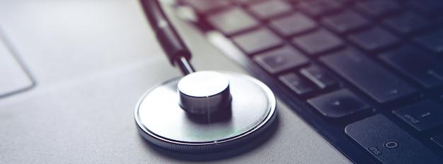 현대 의료 기술 및 소프트웨어의 발전 개념.