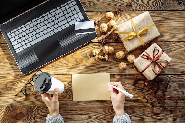 お祝い、新年、オンラインショッピング、テクノロジーのコンセプト