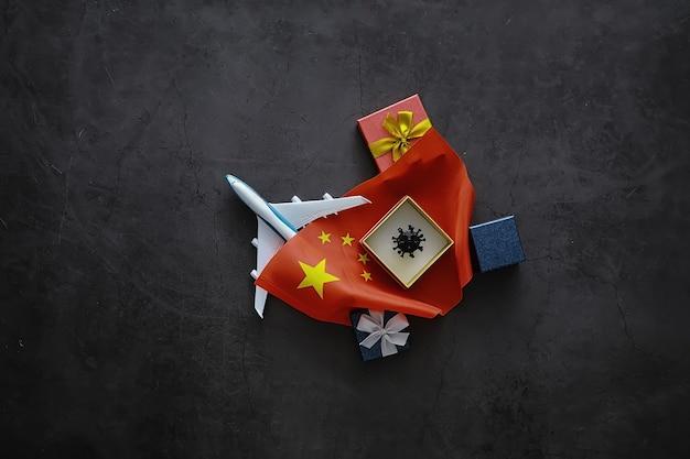 Концепция мировой пандемии коронавируса. географическое расположение вируса. китайский флаг и модель вируса и подарочная коробка.