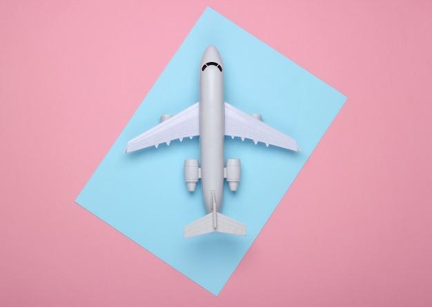 観光、空の旅、ミニマリズムの概念。
