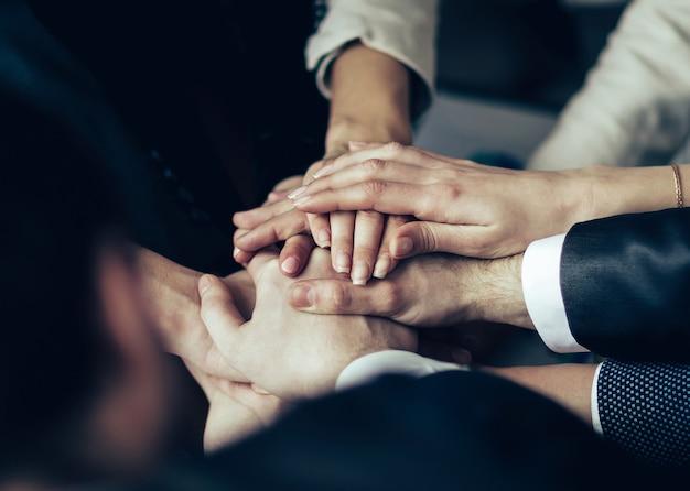 기업가 회의. 함께 손을 접는