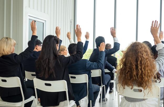 会議イベントまたはトレーニング教育。ビジネスワークプレイス管理と開発パフォーマンス。