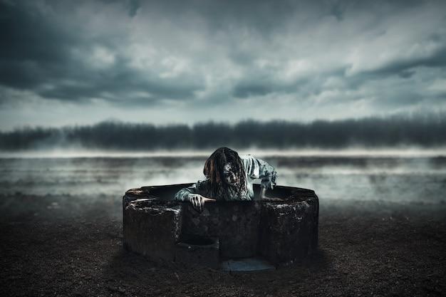 死体は井戸から出てきます。