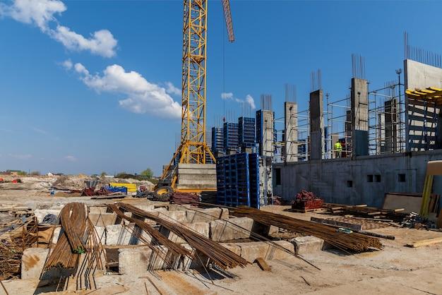Создание фундамента высотных зданий с использованием специальных колонн бетонные колонны