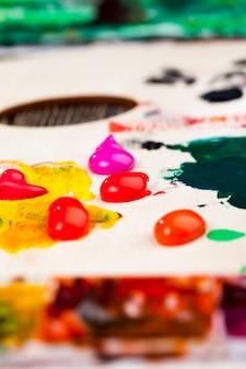 アクリル絵の具、絵を描くためのアクリル絵の具、創造的な絵のためのアクリル絵の具を使って描く創造的なプロセス