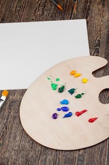 Творческий процесс рисования с использованием акриловых красок, акриловых красок для раскрашивания картин, акриловых красок для творческого рисования.
