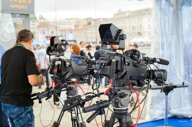 Команда rai, radiotelevisione italiana, готовит набор для интервью