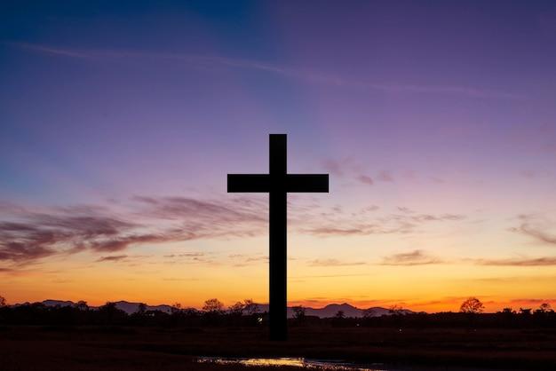 석양에 십자가