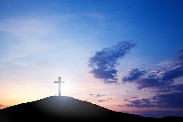丘の上の十字架、聖書からの真理のイエス・キリスト。イースター休暇、宗教。罪の救い、犠牲。