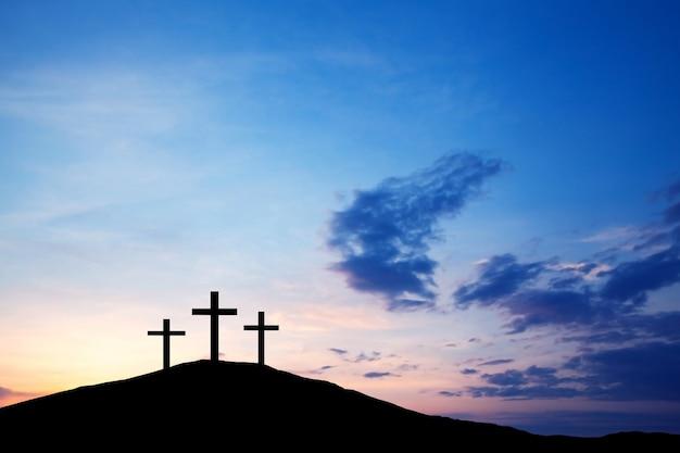 언덕 위의 십자가, 성경에 나오는 진리의 예수 그리스도. 부활절 휴일, 종교. 죄의 구원, 희생.