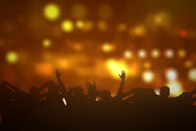 Толпа людей вместе подняла руки