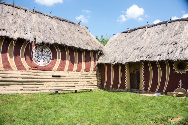 Cucuteni-trypillian 문화는 carpathian mountains에서 dniester 및 dnieper 지역까지 확장되며, 현대 몰도바를 중심으로 우크라이나 서부와 루마니아의 상당 부분을 차지합니다.