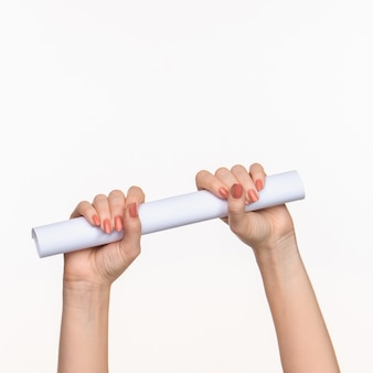 ホワイトスペースに手をシリンダー女性