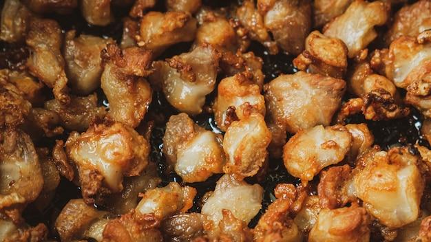 Жареные во фритюре куриные сухожилия для пищевых продуктов.