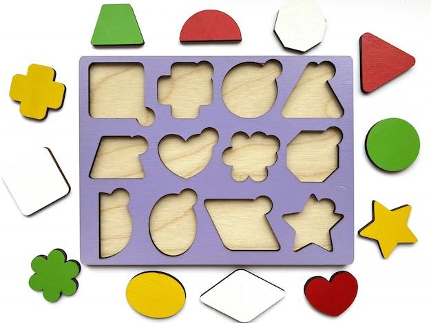 Развивающая игрушка - вставка из геометрических фигур на белом фоне. детское развитие, игрушки.