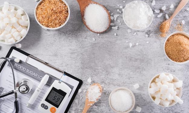 당뇨병 측정 세트와 혈액 내 당뇨병 조절의 상징인 다른 종류의 설탕
