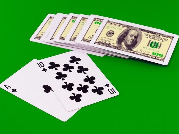 Игральные кости и игральные карты - «пип-21» на зеленой сукне.