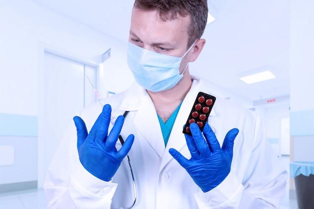 Врач рекомендует выбрать метод лечения, инъекционный шприц или таблетки.