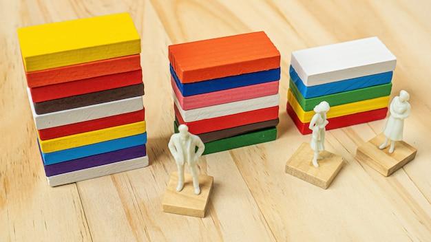 Таблица цветов домино для бизнес-контента.