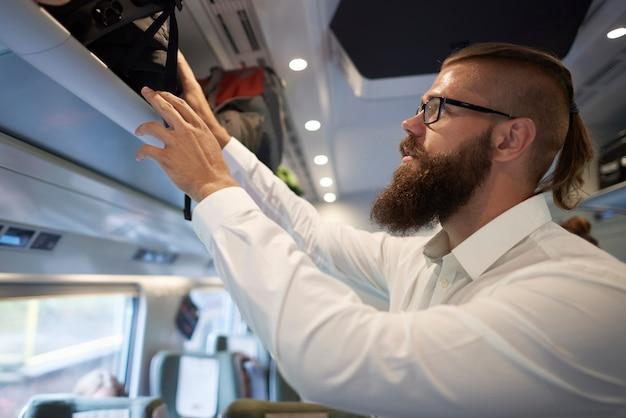 電車での旅の終わり