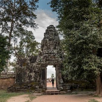 Входные ворота бантей-кдей, ангкор, сием-рип, камбоджа