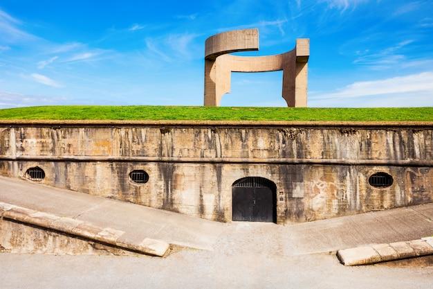 地平線への賛辞またはelogiodel horizonte記念碑は、スペインのアストゥリアスにあるヒホンの最も有名なシンボルの1つです。